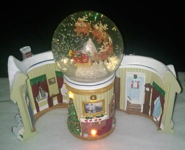 Thomas Kinkade Night Before Christmas Snowglobe
