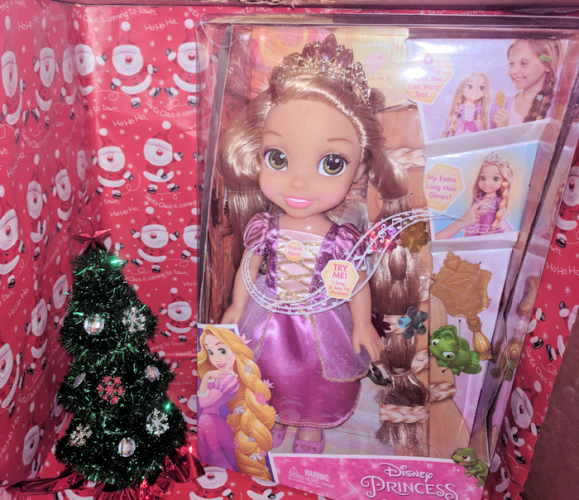 Santa, Please put a Disney Princess Glow N Style Rapunzel Under the Tree! #AD #Christmas2017